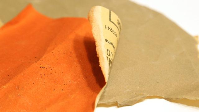 Schleifpapier in zwei Stärken